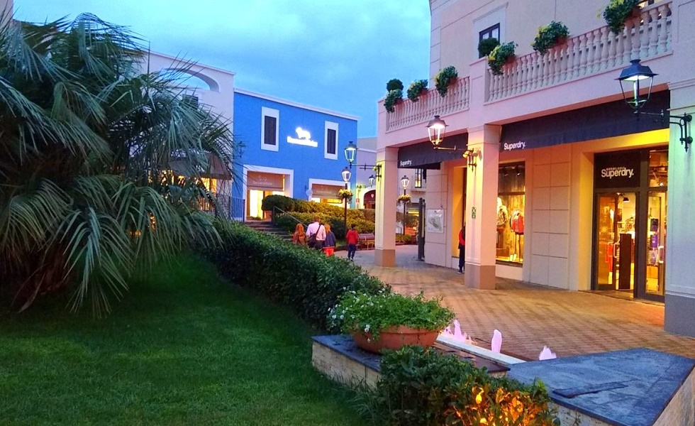 Zakupy w outlecie: Sicilia Outlet Village